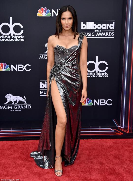 Những thảm họa thời trang tại Billboard Music Awards 2018 - Ảnh 4.