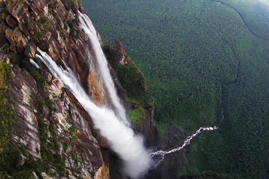 7 thác nước nguy hiểm trên thế giới - Ảnh 1.