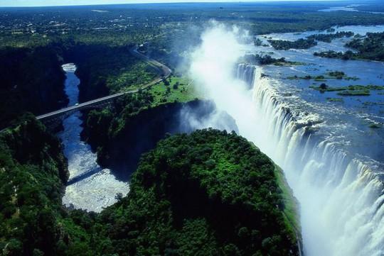 7 thác nước nguy hiểm trên thế giới - Ảnh 3.