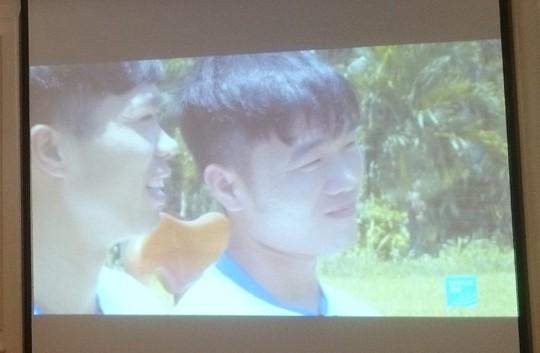 U23 Việt Nam lên sóng truyền hình Pháp, Lương Xuân Trường bắn tiếng Anh - Ảnh 1.