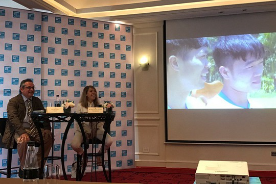 U23 Việt Nam lên sóng truyền hình Pháp, Lương Xuân Trường bắn tiếng Anh - Ảnh 7.