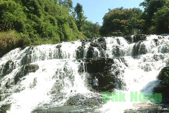 Xứ sở của những ngọn thác thiêng tuyệt đẹp - Ảnh 2.