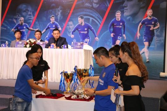 Mời HLV Chelsea sang rèn đội bóng phong trào - Ảnh 2.