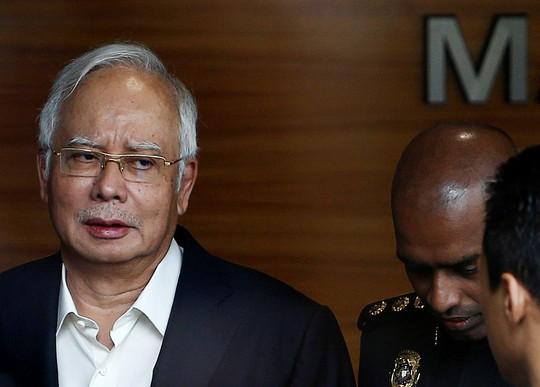Malaysia: Thu gần 29 triệu USD tiền mặt trong cuộc điều tra ông Najib - Ảnh 1.