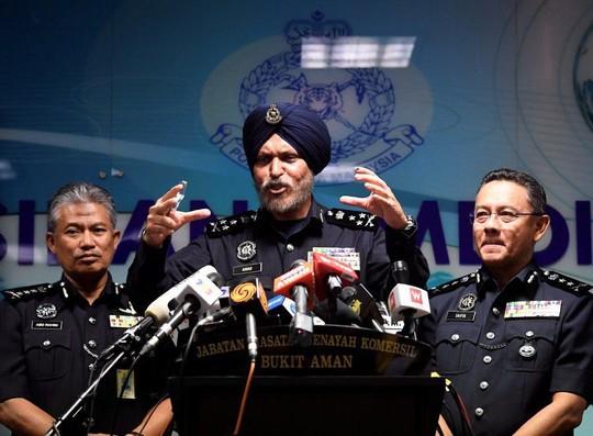 Malaysia: Thu gần 29 triệu USD tiền mặt trong cuộc điều tra ông Najib - Ảnh 2.