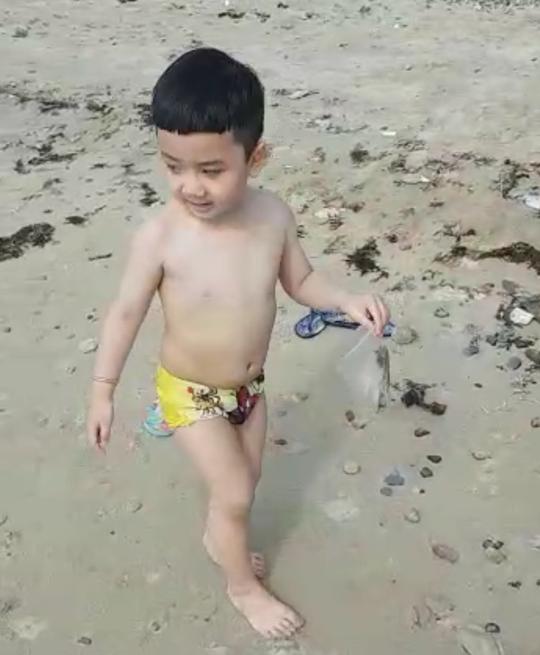 Du khách nước ngoài dọn rác biển Nha Trang vì không chịu nổi - Ảnh 8.