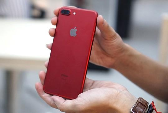 Người mua iPhone bức xúc vì cửa hàng chào giá một đằng, bán một nẻo - Ảnh 2.