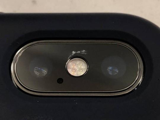 Vỡ kính camera iPhone X, phí sửa bằng tiền mua iPhone 7 - Ảnh 1.