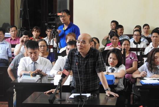 Luật sư của bác sĩ Hoàng Công Lương nói Bộ Y tế biên tập câu hỏi của cơ quan điều tra - Ảnh 2.