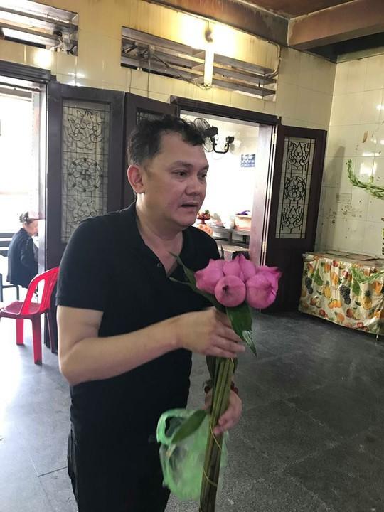 NSUT Huu Chau khoc thuong nghe si Mai Lan