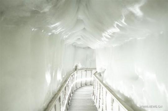 Động băng không bao giờ tan ngay cả giữa hè - Ảnh 8.
