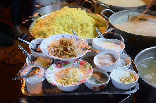 5 quán chè Sài Gòn luôn đắt khách bất kể nắng mưa - Ảnh 1.