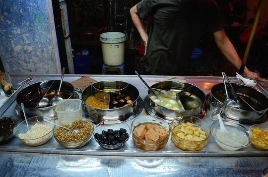 5 quán chè Sài Gòn luôn đắt khách bất kể nắng mưa - Ảnh 6.