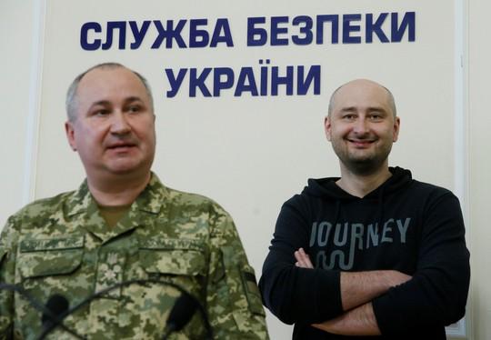 Nhà báo Nga bị bắn chết ở Ukraine bất ngờ... còn sống - Ảnh 1.