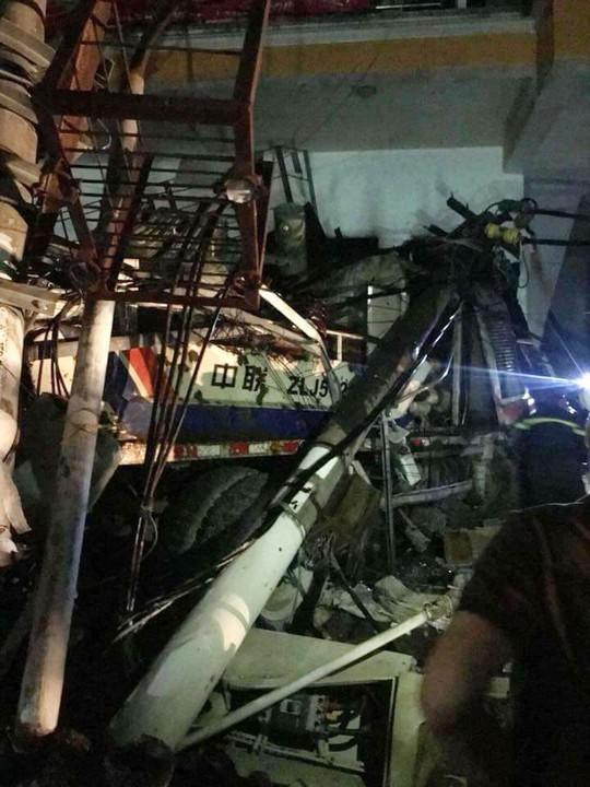 Tai nạn kinh hoàng ở Cát Bà, 4 người thương vong, mất điện diện rộng - Ảnh 3.