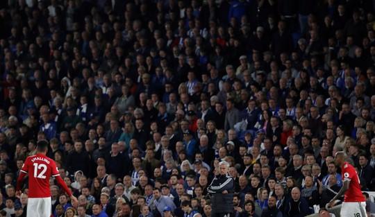 Thua sốc Brighton, Mourinho liên tục nhắc đến Lukaku - Ảnh 1.