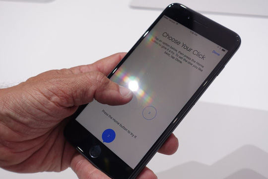 iPhone 7 bị vô hiệu hóa micro khi thực hiện cuộc gọi - Ảnh 1.
