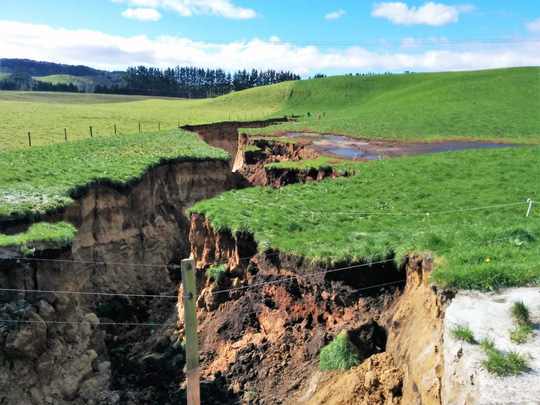 New Zealand: Choáng với hố tử thần sâu bằng tòa nhà 6 tầng - Ảnh 3.