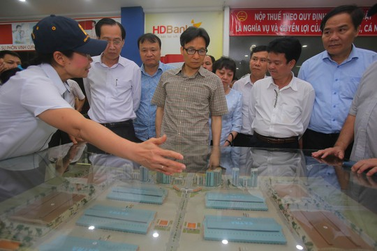 Phó Thủ tướng thị sát chợ đầu mối Bình Điền lúc 0 giờ. - Ảnh 3.