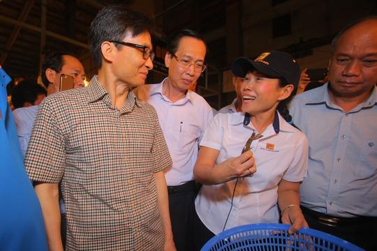 Phó Thủ tướng thị sát chợ đầu mối Bình Điền lúc 0 giờ. - Ảnh 5.