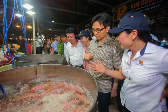 Phó Thủ tướng thị sát chợ đầu mối Bình Điền lúc 0 giờ. - Ảnh 7.