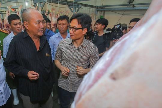 Phó Thủ tướng thị sát chợ đầu mối Bình Điền lúc 0 giờ. - Ảnh 10.