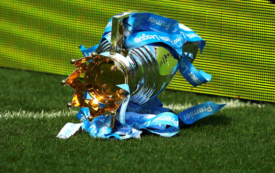 Cúp rơi và những hình ảnh ấn tượng ngày Man City đăng quang - Ảnh 6.