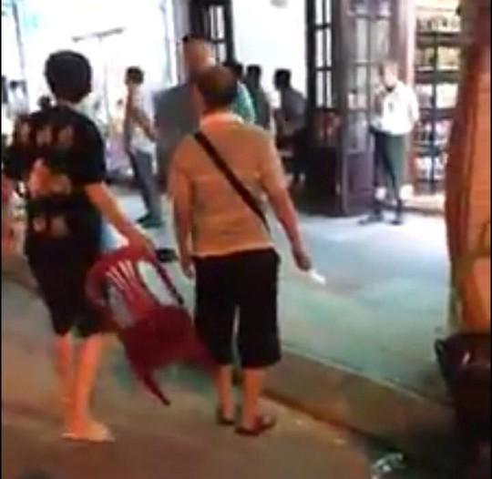 Nhóm khách Trung Quốc bị đánh te tua nghi ăn không trả tiền ở Nha Trang - Ảnh 3.
