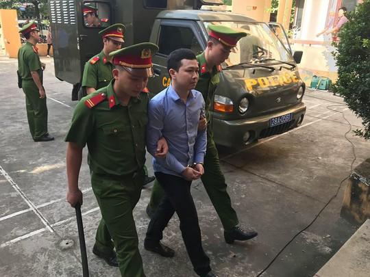 Bất ngờ hoãn tòa xử bác sĩ Hoàng Công Lương trong vụ 8 người chạy thận tử vong - Ảnh 3.