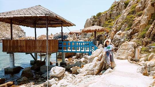 Ghé Nha Trang hè này, khám phá bãi tắm đôi duy nhất ở Việt Nam - Ảnh 6.
