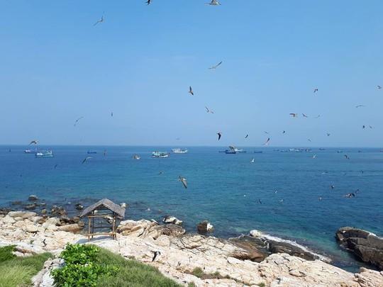 Ghé Nha Trang hè này, khám phá bãi tắm đôi duy nhất ở Việt Nam - Ảnh 7.