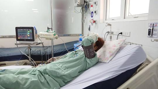 Một phụ nữ sốc phản vệ sau tiêm thuốc làm trắng da - Ảnh 1.