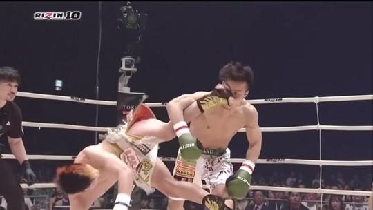 Xem thần đồng MMA Nhật Bản tung cước độc hạ đối thủ - Ảnh 1.