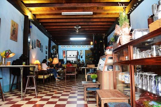 Uống cà phê vợt, khám phá hầm bí mật của Biệt động Sài Gòn - Ảnh 1.