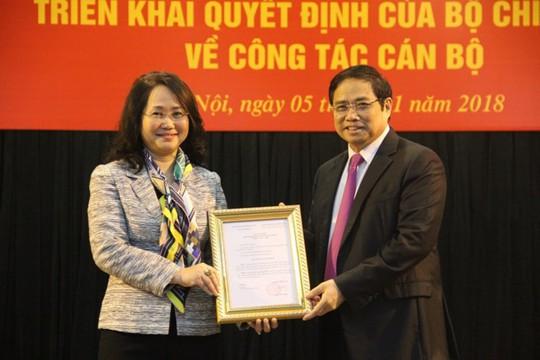 Trao quyết định cho tân Bí thư Tỉnh ủy Lạng Sơn - Ảnh 1.