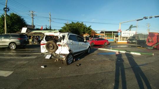 Xe cứu hỏa tông 3 ô tô khi đi chữa cháy - Ảnh 7.