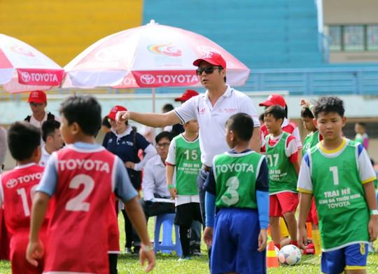 Khởi động trại hè bóng đá thiếu niên với HLV Huỳnh Đức, Thanh Bình - Ảnh 2.