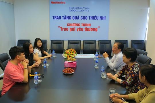 Hoa hậu Hoàn Vũ nhí ủng hộ trẻ em có hoàn cảnh khó khăn - Ảnh 1.