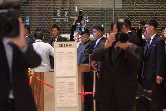 Hành tung bí ẩn của ông Kim Jong-un khi tới Singapore - Ảnh 2.