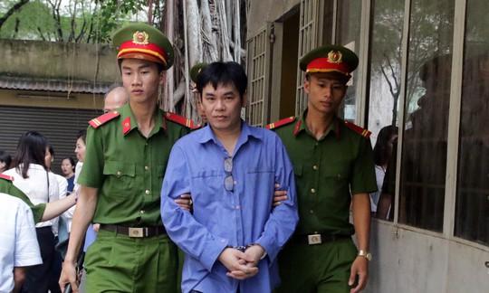 Việt kiều ôm gần trăm tỉ bỏ trốn, giám đốc ngân hàng ra tòa - Ảnh 2.