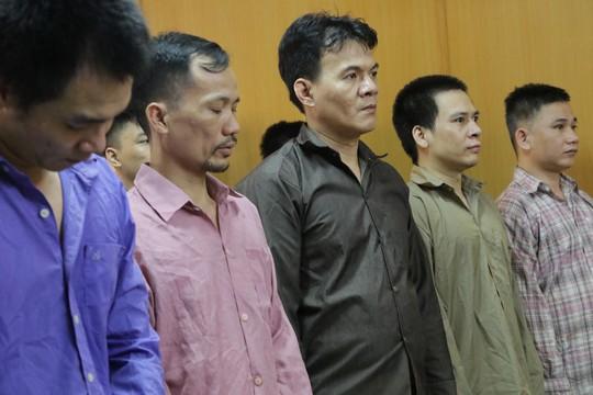 Bị hại không đến, nhóm bảo kê người bán dâm chuyển giới vẫn đi tù - Ảnh 3.