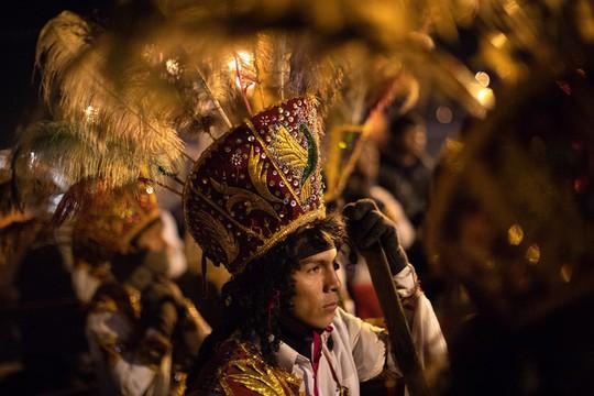 Rực rỡ sắc màu tại lễ hội tuyết và sao ở Peru - Ảnh 1.