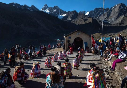 Rực rỡ sắc màu tại lễ hội tuyết và sao ở Peru - Ảnh 13.