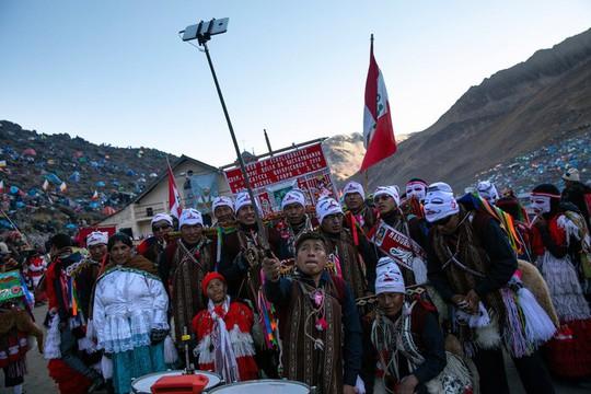 Rực rỡ sắc màu tại lễ hội tuyết và sao ở Peru - Ảnh 16.