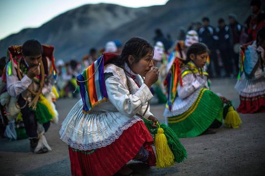 Rực rỡ sắc màu tại lễ hội tuyết và sao ở Peru - Ảnh 3.