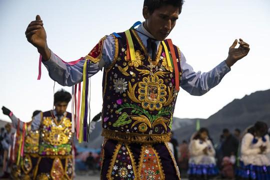 Rực rỡ sắc màu tại lễ hội tuyết và sao ở Peru - Ảnh 9.