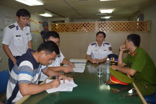 Cảnh sát biển phát hiện vụ buôn lậu 5 triệu lít dầu có người Trung Quốc tham gia - Ảnh 2.