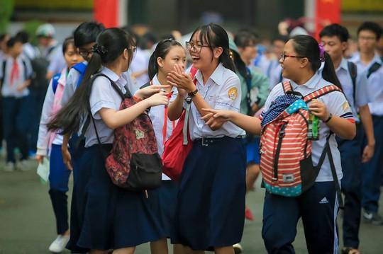 TP HCM: Hồi hộp chờ công bố điểm thi lớp 10 - Ảnh 1.