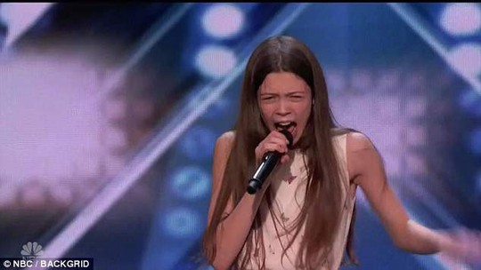 Giọng hát khủng 13 tuổi vào thẳng vòng chung kết Tìm kiếm tài năng Mỹ - Ảnh 1.