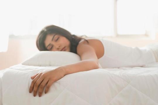 Ngủ nhiều dễ chết còn hơn thiếu ngủ - Ảnh 1.